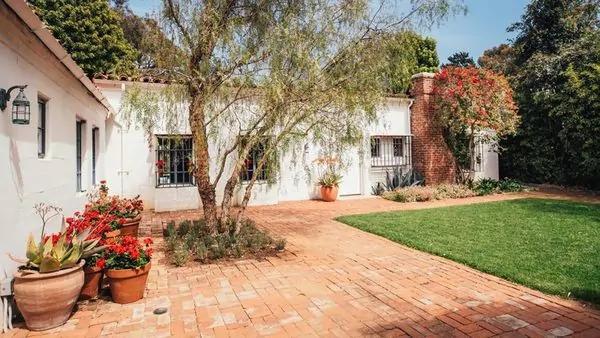 Marilyn-Monroe-Home-Backyard-1200x802